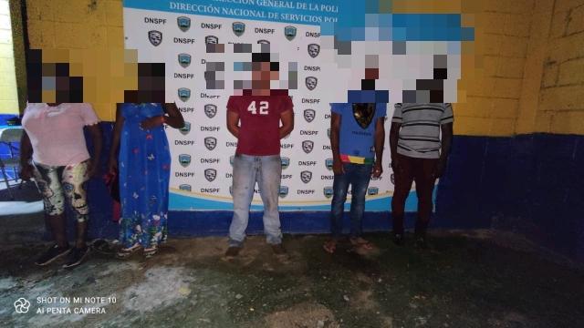 En flagrancia detienen sospechoso de tráfico de personas