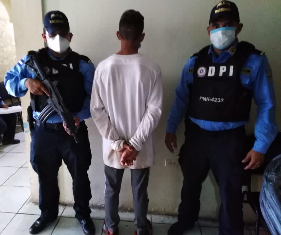 Decomisan droga y arma de fuego a menor infractor