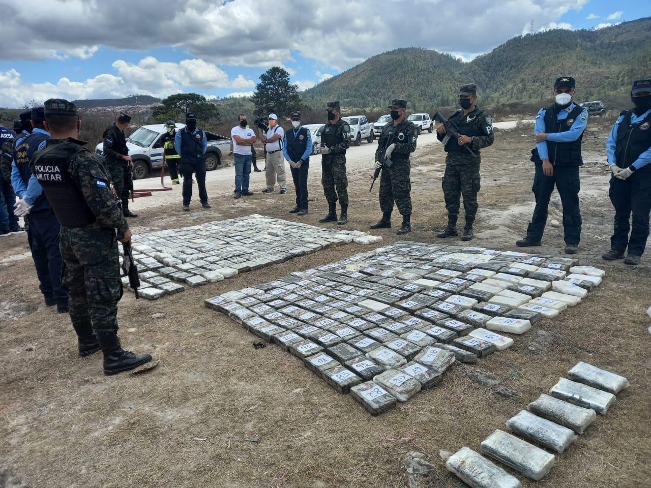 PMOP incinera mas de 300 kilos de cocaína, producto de los decomisos en las Zonas montañosas de la Mosquitia. (video)