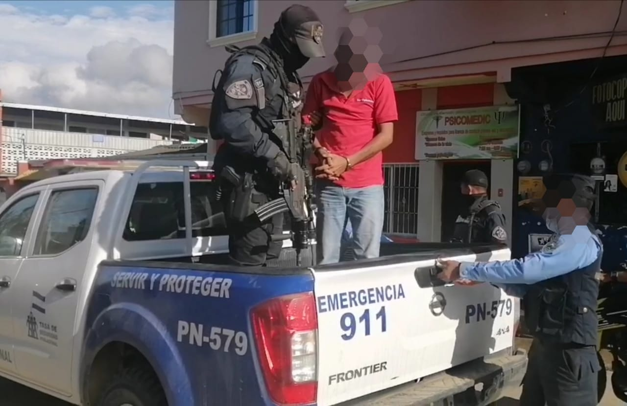 Tras Persecución Detienen a Supuestos Delincuentes en El Paraiso