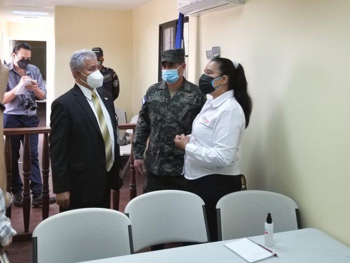 INP en acompañamiento con USAID visitan cabinas virtuales.