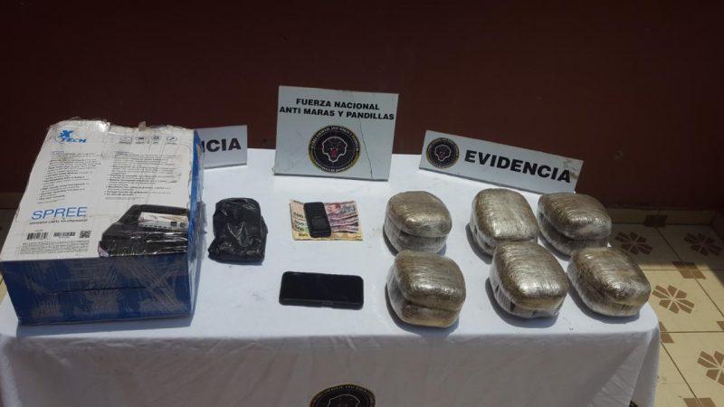 FNAMP decomisa 12 paquetes de marihuana que eran  transportados desde Tegucigalpa a Choluteca.